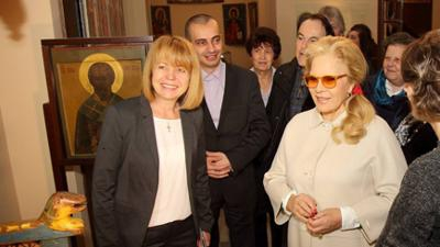 Sylvie Vartan is among the largest individual donors to Sofia